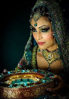 Soma Sengupta Indian Wedding Makeup- Not At All Minimal! - Wedding Makeup How Pakistani Bridal, Indian Bridal, Indian Wedding Makeup, Indian Makeup, Exotic Women, Ex Machina, Exotic Beauties, Tribal Fusion, Model Photographers