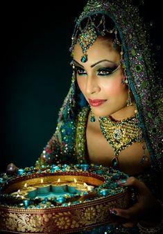 Soma Sengupta Indian Wedding Makeup- Not At All Minimal! - Wedding Makeup How Indian Wedding Makeup, Bridal Makeup, Indian Makeup, Pakistani Bridal, Indian Bridal, Beautiful Eyes, Beautiful People, Exotic Women, Exotic Beauties