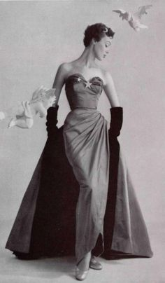 Pierre Balmain star brooch strapless gown with train 1951