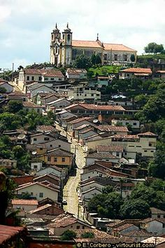 In the picture you can see the Igreja Santa Efigênia, also known as Nossa Senhora do Rosário. The church was built in 1733 at the top of a hill.
