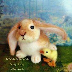 Needle felted bunny and chick von FunFeltByWinnie auf Etsy, $58.00