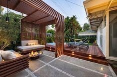 Diseño de una moderna terraza de madera de una casa en la ciudad [Fotos  #ciudad #fotos #madera #moderna #terraza