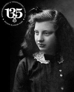 Blanche was de jongste van de twaalf kinderen Dael. Dit portret is van haar gemaakt in 1912. Blanche neemt in 1923 de zaak van haar ouders over en verandert de naam in Maison Blanche Dael. Photo Black, Black White Photos, Black And White, Was, Black White, Blanco Y Negro, Black N White