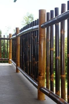 Natural Black Bamboo Fence Ideas For Backyard 03 Farm Fence, Diy Fence, Backyard Fences, Fence Ideas, Horse Fence, Pallet Fence, Fence Art, Pool Fence, Bamboo House Design