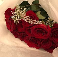 Find images and videos about girl, red and rose on We Heart It - the app to get lost in what you love. Love Rose Flower, Beautiful Rose Flowers, Beautiful Flowers, Flower Phone Wallpaper, Flower Wallpaper, Lizzie Hearts, Heather Chandler, Luxury Flowers, Rose Pictures