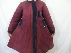 Рідкісна юпка червоно-бордового кольору, оздолена синім велюром. Родом з Чернігівщини