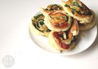 Spinach and Cheese Pinwheels | Baby Led Weaning Ideas  This baby led weaning breakfast idea is so easy and delicious, you will want to make them again and again. They are perfect for babies just starting out with baby led weaning or as finger foods. Your toddlers and older kids will enjoy them as well.