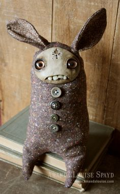 Except for the creepy teeth I am so drawn to this little guy. Maybe my friends are right - I am weird. Yay : ) amanda louise spayd's critter workshop
