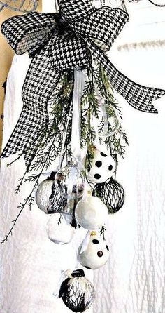 Not all Christmas decor needs to fall into a certain color scheme. This black and white ornament swag is gorgeous.