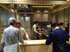 ▶ 虎ノ門コーヒーの爽やかな接客 Good service of Toranomon Koffee - YouTube