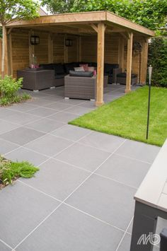 Contemporary Garden Design, Patio Tiles, Diy Projects To Try, Sweet Home, Sidewalk, Flooring, Outdoor Decor, House, Home Decor