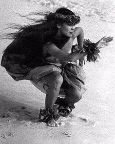 """""""Hula Kahiko,"""" probably Kim's most famous image. Kim Taylor Reece, Hawaii's foremost fine art photographer, has been studying hula kahiko for nearly 30 years. A catalyst of Hawaii's Cultural Renaissan Hawaiian Dancers, Hawaiian Art, Hawaiian Tattoo, Hawaiian Quotes, Hawaiian Leis, Hawaiian Girls, Hawaiian Tribal, Polynesian Dance, Polynesian Culture"""
