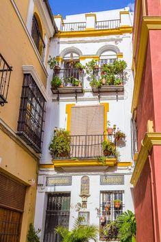 L'Andalousie: Visiter Séville en 2 jours European Honeymoon Destinations, Spain Honeymoon, Backpacking Spain, Granada, European Honeymoons, Europe On A Budget, Seville Spain, Voyage Europe, Southern Europe
