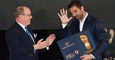 Berita Bola: Raih Penghargaan Golden Foot Bikin Buffon Semakin Percaya Diri -  http://www.football5star.com/liga-italia/juventus/berita-bola-raih-penghargaan-golden-foot-bikin-buffon-semakin-percaya-diri/91481/