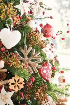 Natale Country Chic in bianco e rosso Tartan Christmas, Christmas Napkins, Christmas Tea, Elegant Christmas, Outdoor Christmas, Christmas Themes, Christmas Crafts, Christmas Decorations, Holiday Decor
