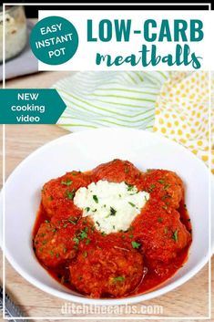 crock pot: Low hours, high hours Incredibly easy low-carb Instant Pot Meatballs with a tangy tomato sauce. The toasted garlic ricotta dip gives you the flavours of lasagna without the all the carbs. The best part is no searing is required! Lunch Recipes, Beef Recipes, Low Carb Recipes, Dinner Recipes, Meatball Recipes, Brownie Recipes, Tahini, The Menu, Mozzarella
