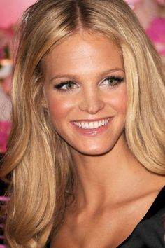 erin heatherton. normal girl from chicago suburbs...became vs model and now dating leo decap. wtf.