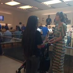 "Watch Porscha Coleman's Vine ""This lady is goin OFF in the Apple Store! Lol U dont have an appointment, lady! Why Do People, Kinds Of People, Best Of Tumblr, Chill Pill, Make Me Smile, Vines, Lol, Apple, Twitter"