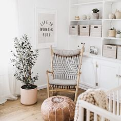 Interior Design Ideas and Home Decor Inspiration Home Design, Interior Design, Nursery Neutral, Gender Neutral Nurseries, Natural Nursery, Bright Nursery, Rustic Baby Nurseries, Natural Bedroom, Baby Room Neutral