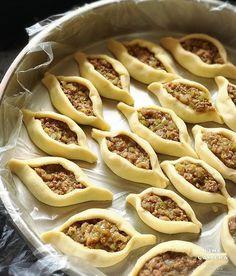 Görüntünün olası içeriği: yiyecek Source by sevkettopcuoglu Pita Recipes, Baking Recipes, Snack Recipes, Good Food, Yummy Food, Breakfast Items, Iftar, Turkish Recipes, Snacks