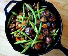 Mushroom Chicken with Green Beans- a delicious one skillet dinner!