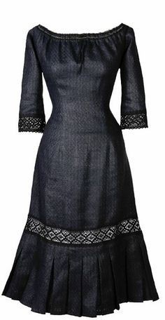CARMEN - LACE. http://ecouture.dk/kleider-1/carmenlace-black.html?___store=gb&___from_store=gb   DRESS IN HEMP WITH TIE-STRINGS IN THE BACK The dress  has an extremely good cut that flatters most women. The laces at the back let you adjust the waist to show off your curves to their best advantage. The dress goes to below the knee, with a lace sleeves.