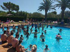 Diversión en la piscina con nuestros animadores!  Having fun in our swimming pool with the entertainers!