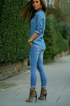 Camel Leopard Ankle Boots With Total Denim Outfit -- 60 Great New Winter Outfits On The Street - Style Estate - Super cute classy and casual Looks Camisa Jeans, Looks Jeans, Mode Outfits, Fall Outfits, Casual Outfits, Look Fashion, Winter Fashion, Womens Fashion, Fashion Styles