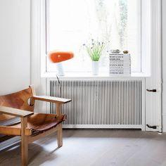 """Anne-Dorthe Larsen: """"Her findes ingen begrænsninger, når det kommer til farver"""" Decorating Small Spaces, Interior Decorating, Interior Design, Living Room Decor, Living Spaces, Indian Home Decor, Minimalist Decor, Home Decor Styles, Entryway Decor"""