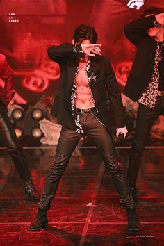 Seungwoo victon abs produce x 101 Victon Kpop, Kpop Guys, Body Inspiration, Cute Korean, Asian Boys, Ulzzang Girl, Hot Boys, Handsome Boys, Boyfriend Material