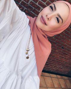Street Hijab Fashion, Abaya Fashion, Muslim Fashion, Hijab Dress, Hijab Outfit, Simple Hijab Tutorial, Muslim Beauty, Hijab Fashionista, Hijab Casual