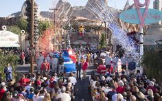 Disneyland Resort Welcomes Rose Bowl Game-Bound Teams, No. 5 Penn State and No. 9 USC