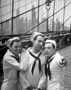 On the Town is one of the 1001 classic movies you should see. The musical stars Frank Sinatra, Jules Munshin, and Gene Kelly as three sailors who have a leave in New York City. Golden Age Of Hollywood, Vintage Hollywood, Hollywood Stars, Classic Hollywood, Hollywood Boulevard, Hollywood Cinema, Hollywood Actresses, Gene Kelly, Vera Ellen
