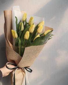 "1,546 Likes, 5 Comments - 달빛꽃집- 화정꽃집.일산꽃집 , Florist 봄 (@dalbit_flowershop) on Instagram: ""꽃모닝 . . . . #튤립꽃다발 . . ✔️꽃 나무 계정은 @dalbit_plantshop ✔️(07:30-22:00) ✔️(주문카톡 - bbomia88)…"""