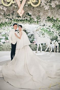 Chompoo Araya's wedding   Wedding dress : Giambattista Valli Haute Couture       Credit : narakornphotography.com