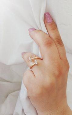 Bague Clou en or et Diamants SI - Apportez une touche de glamour à votre style grunge ou inversement, mettez un détail rock'n roll à une tenue chic. Juwelo, expert en pierres fines et pierres précieuses Style Grunge, Glamour, Rock, Chic, Inspiration, Pink Diamonds, Gold Jewelry, Nice Jewelry, Gems