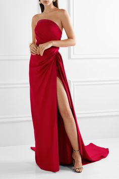 Crimson cady and tulle Button-fastening keyhole at back and concealed zip fastening at back viscose; Dior Haute Couture, Christian Lacroix, Zuhair Murad, Beautiful Dresses, Nice Dresses, Long Dresses, Awesome Dresses, Dress Long, Prom Dresses