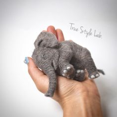 Sleeping baby.. ❤️ #truestylelab #babyelephant #elephant #animal #羊毛フェルト #子象 #feltart #needlefelting #needlefelt #wool #felt #art #modernart #blackandwhite #monochrome #gray #realistic #special #unique #sculpture #object #animallove #arts_gallery #art_spotlight #collection #worldofartists #artshare