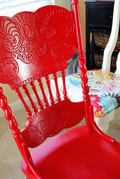 i LOVE red! I have a red chair just like this on our front porch. Painted Chairs, Painted Furniture, Painted Tables, Furniture Design, Decoupage Furniture, Best Kitchen Colors, Red Cottage, Red Rooms, Red Kitchen