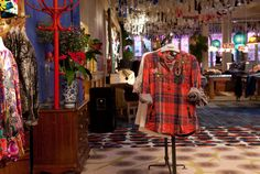 Desigual 'showroom' order store: no stock - full range available in all sizes - free shipping - delivery 48 hours (Barcelona Spain)