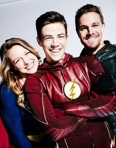 Grant Gustin, Melissa Benoist, and Stephen Amell. The Flash, Supergirl, and Green Arrow! Supergirl Dc, Supergirl And Flash, Marvel Dc, Marvel Comics, Series Dc, Flash Barry Allen, Superhero Shows, The Flash Grant Gustin, Super Girls