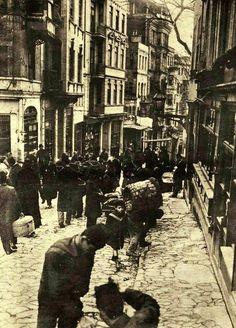 ✿ ❤ Bir zamanlar İstanbul, Yüksekkaldırım, 1917  #istanbul