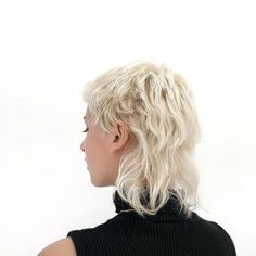 Mullet Haircut, Mullet Hairstyle, Hairstyles With Bangs, Pretty Hairstyles, Hair Inspo, Hair Inspiration, Edgy Hair, Short Punk Hair, Bleached Hair