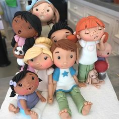 Making Figures With Zoe's Fancy Cakes! Fondant Flower Cake, Fondant Bow, Fondant Cake Toppers, Fondant Cakes, Fondant Figures Tutorial, Cake Topper Tutorial, Chocolate Fondant, Modeling Chocolate, Chocolate Car