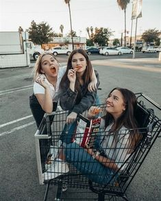 There's no one like your BFF! Here some cute phot ideas for that BFF goal! Bff Pics, Cute Bff Pictures, Best Friend Pictures, Friend Photos, Pretty Pictures, Squad Pictures, Best Friend Photography, Family Photography, Animal Photography