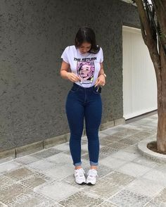 Cute Sporty Outfits, Curvy Girl Outfits, Teen Fashion Outfits, Look Fashion, Trendy Outfits, Jeans Fashion, Outfits With Jeans, Curvy Women Fashion, Fashion Rings