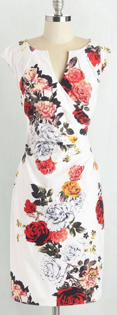 Such a beautiful floral dress for spring! Looks nursing friendly to me! Pretty Outfits, Pretty Dresses, Beautiful Dresses, Cute Outfits, Dress Me Up, I Dress, Cheap Dress, Jw Mode, Mode Lookbook