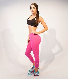 Jen Selter Demonstrates Her Signature Ab-Flattening Workout Moves