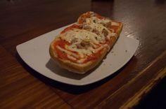 Y para abrir boca, otra de nuestras nuevas tostas, de pimientos de piquillo con atún y queso emmenta. ¡Para chuparse los dedos!