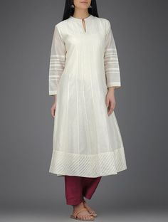 Discover recipes, home ideas, style inspiration and other ideas to try. Salwar Designs, Kurta Designs Women, Kurti Designs Party Wear, Blouse Designs, Collar Kurti Design, Kurta Neck Design, Kurta Patterns, Dress Patterns, White Kurta